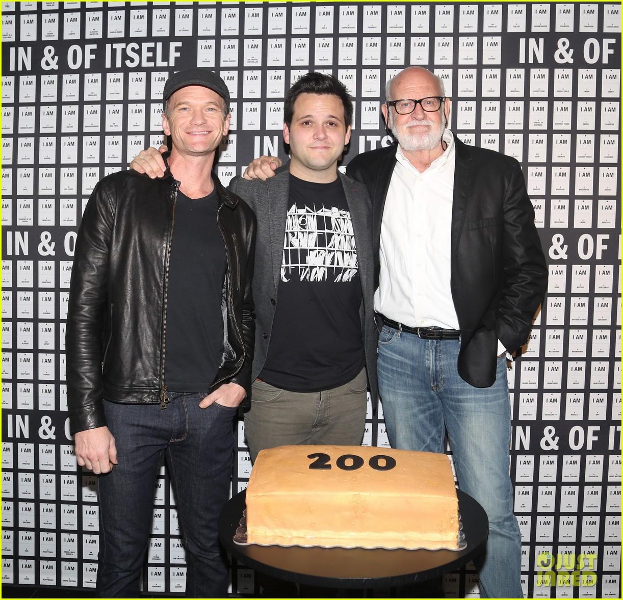 neil patrick harris celebrates 200 performances of in of itself 013972024
