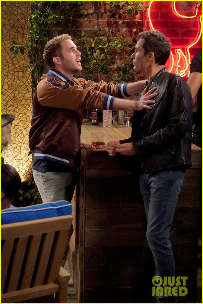 sean hayes eric mccormack try dating younger guys in new will grace episode whos your daddy 013966949