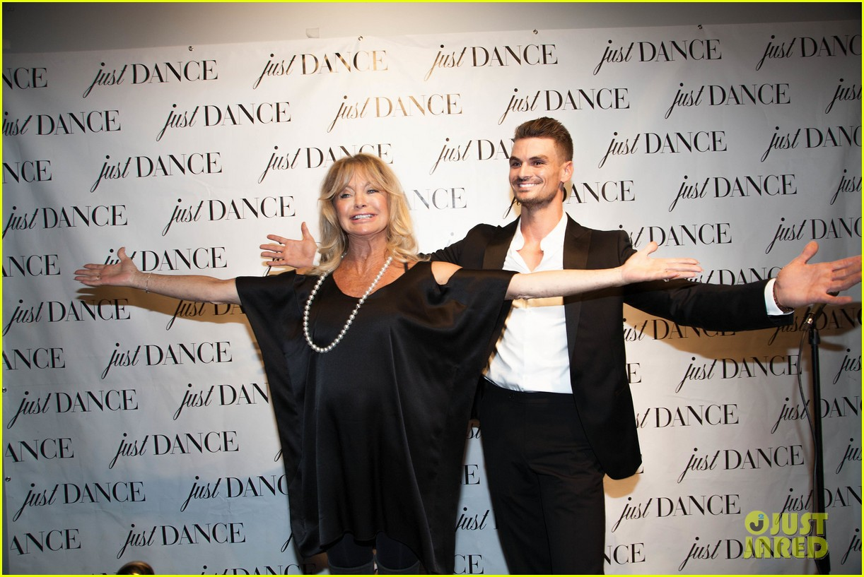 derek hough goldie hawn help launch the just dance studio 053971683