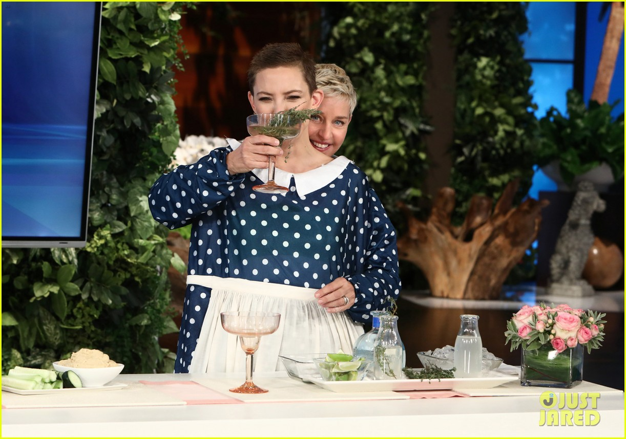 kate hudson tells ellen shes thinking of bringing the mullet back after growing out hair 013971406