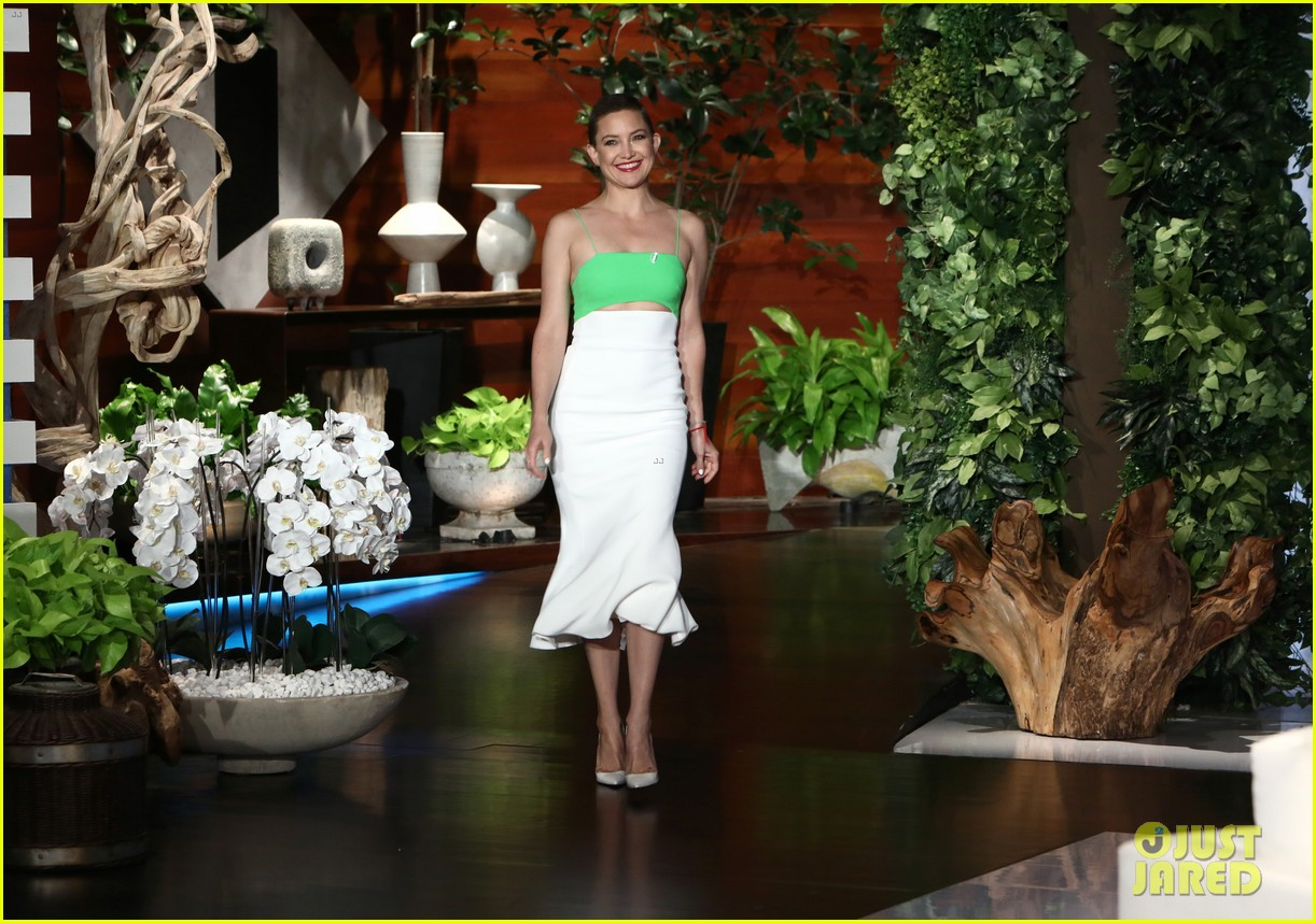 kate hudson tells ellen shes thinking of bringing the mullet back after growing out hair 033971408