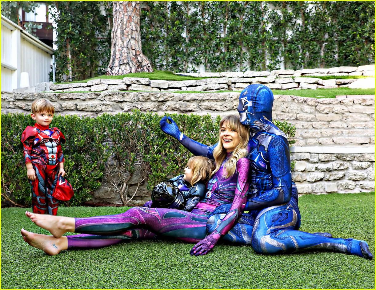 jaime king family dress up as power rangers for halloween 053975322