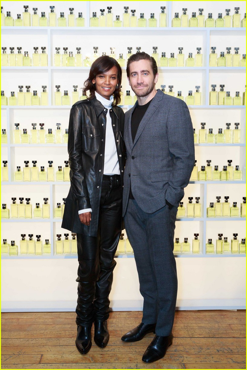 jake gyllenhaal celebrates new calvin klein with sister maggie 083975475