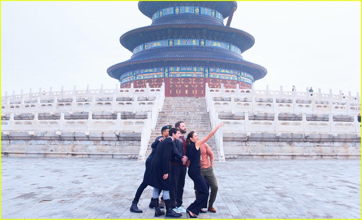 justice league cast tours china 113980016