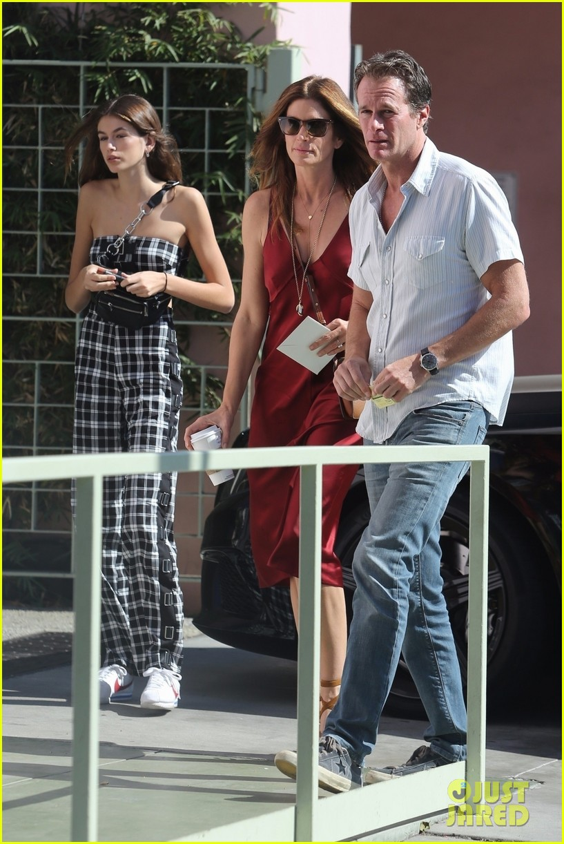 kaia gerber cindy crawford step out 013973236