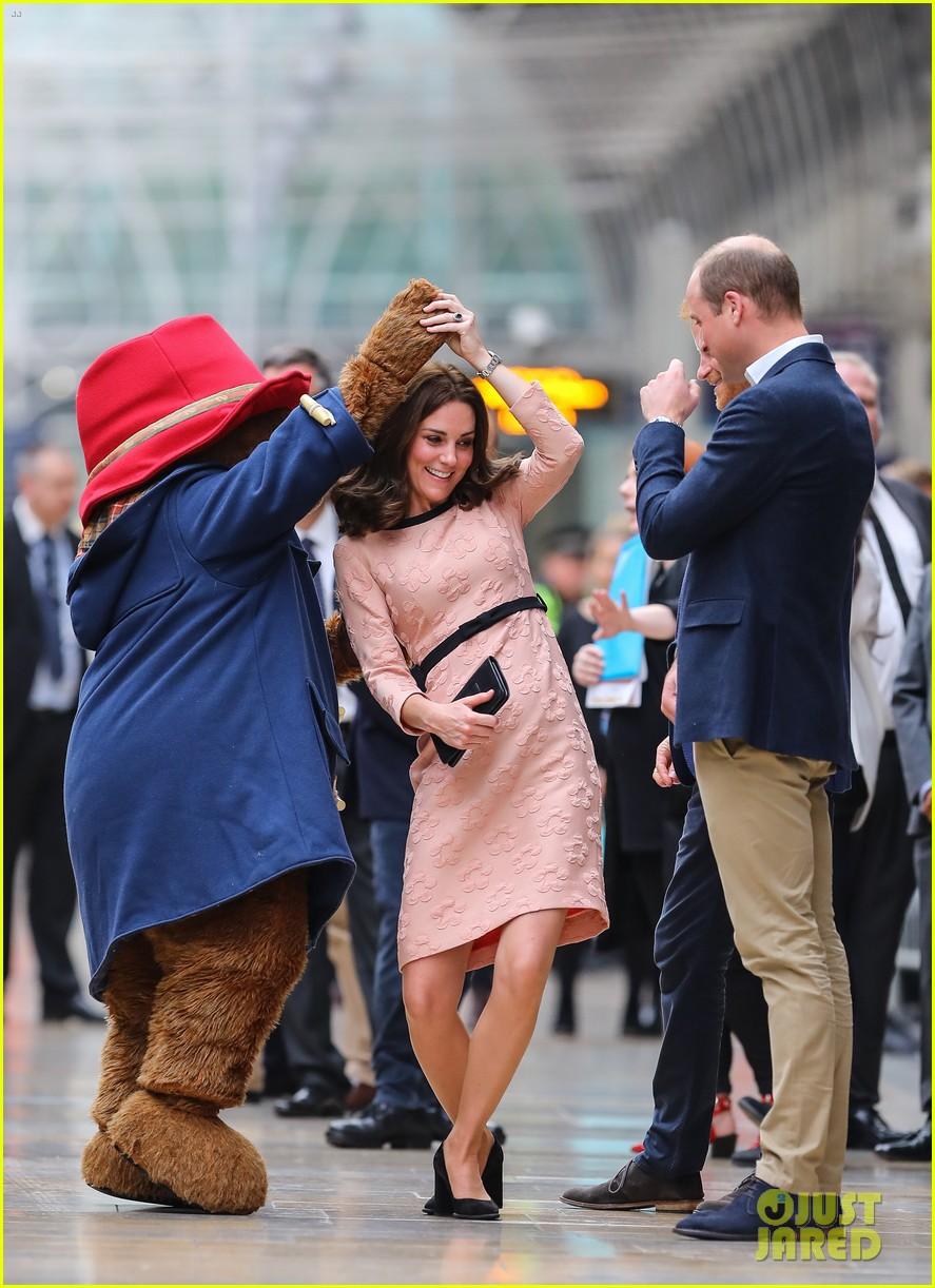 kate middleton dances paddington bear 123973020