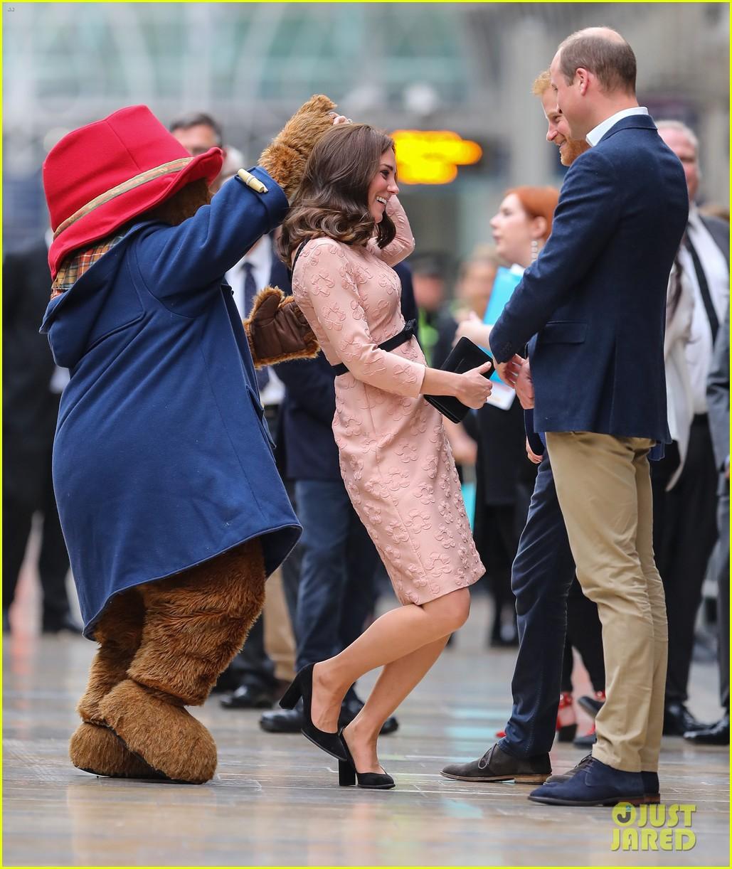 kate middleton dances paddington bear 143973022