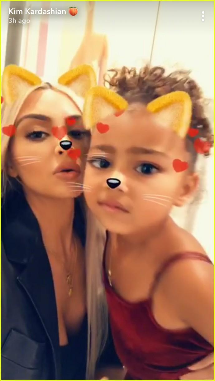 khloe kardashian kylie jenner get in family time 023973256