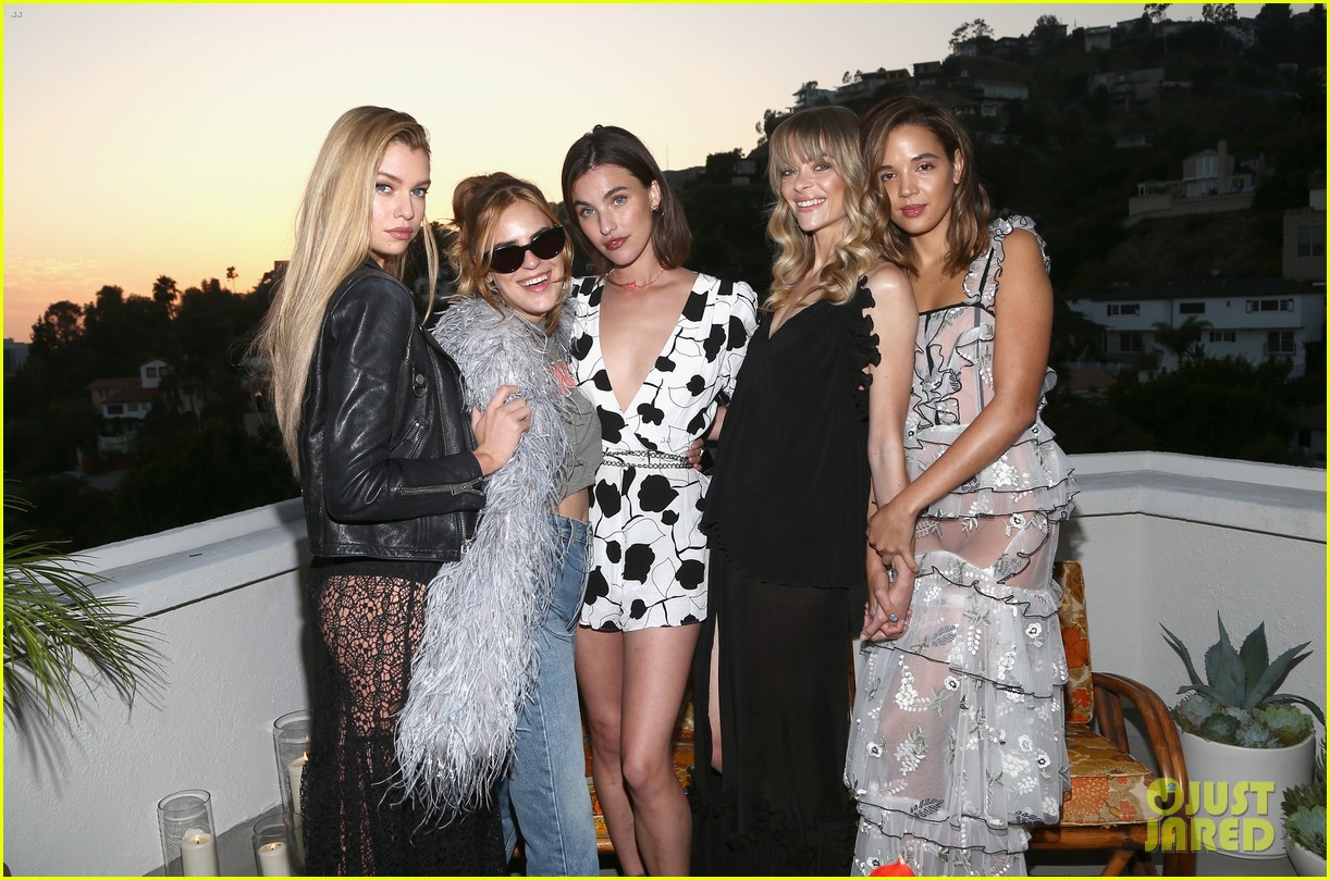 jaime king buddies up with tallulah willis georgie flores at alice mccall launch 013975594