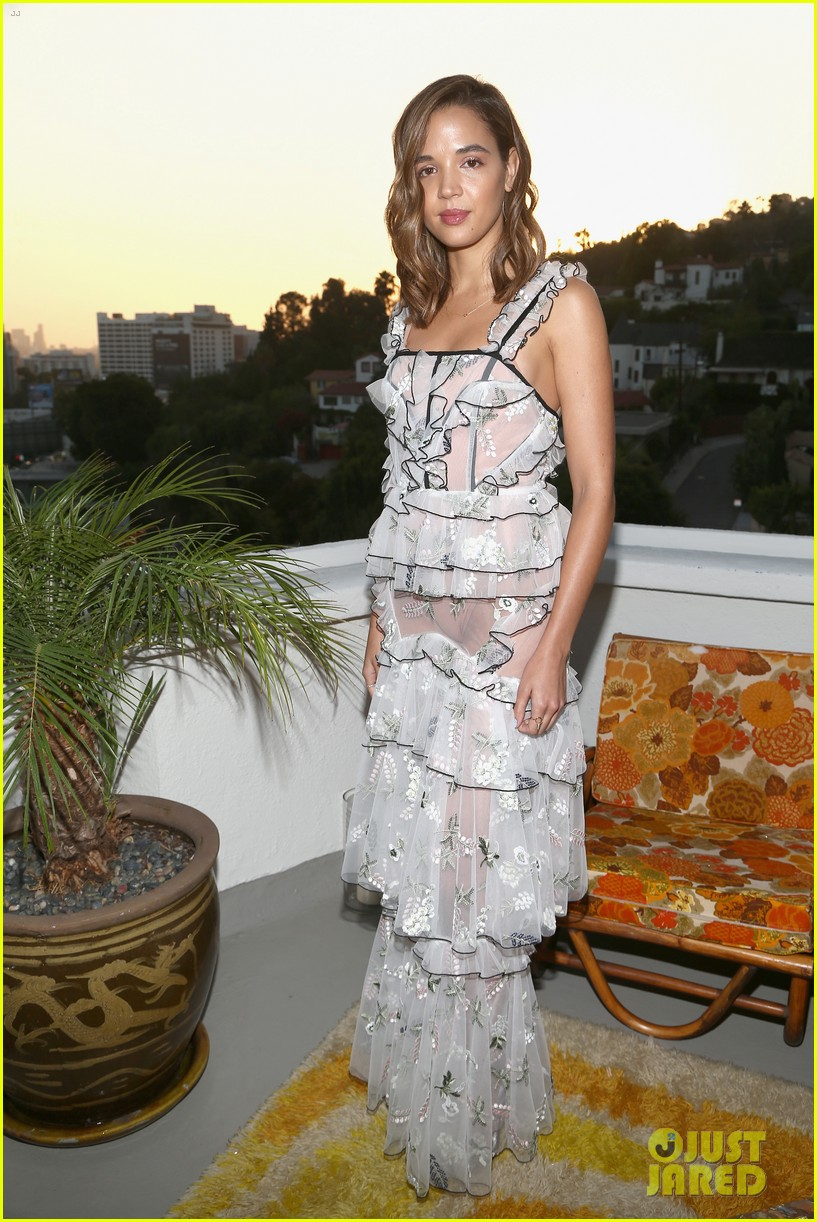 jaime king buddies up with tallulah willis georgie flores at alice mccall launch 043975597