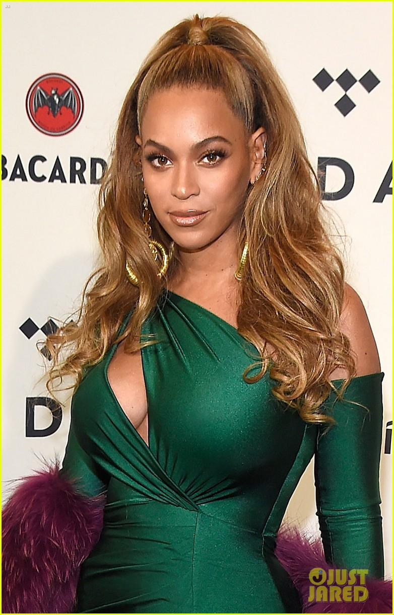 beyonce knowles goes glam for tidal brooklyn concert 013974385