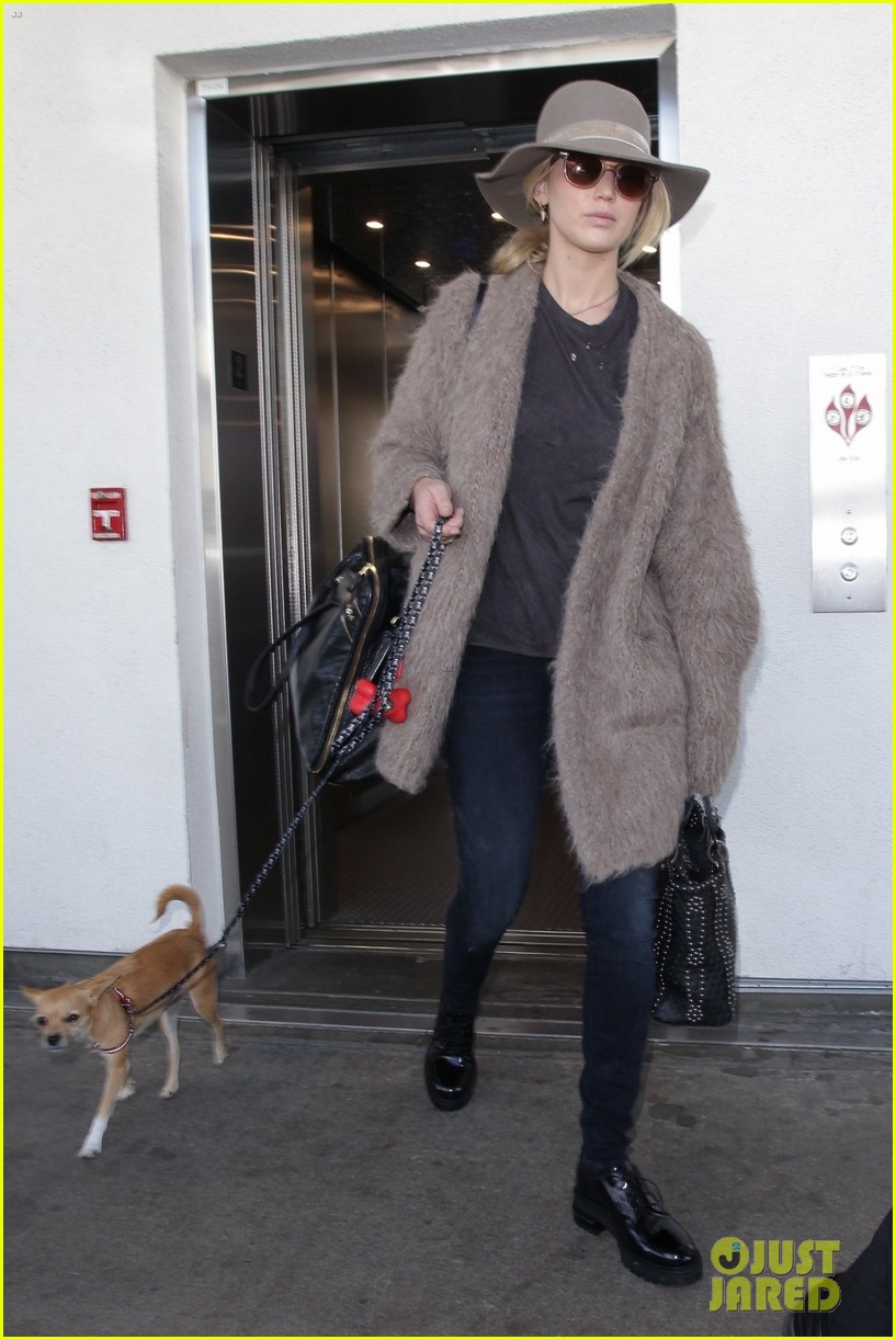 jennifer lawrence arrives at lax with her cute dog in tow 043966899
