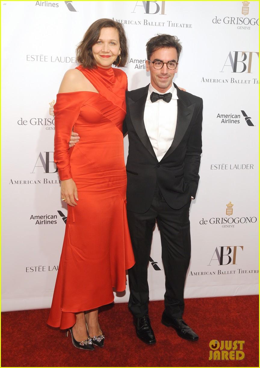 liev schreiber joins maggie gyllenhaal at american ballet theatre gala 103974914