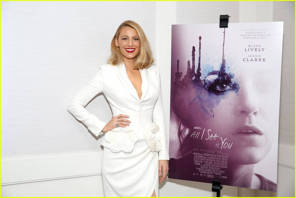 blake lively debuts shorter hair 243971046