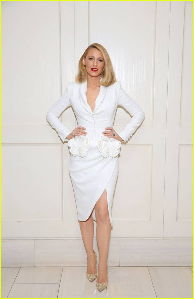 blake lively debuts shorter hair 333971055
