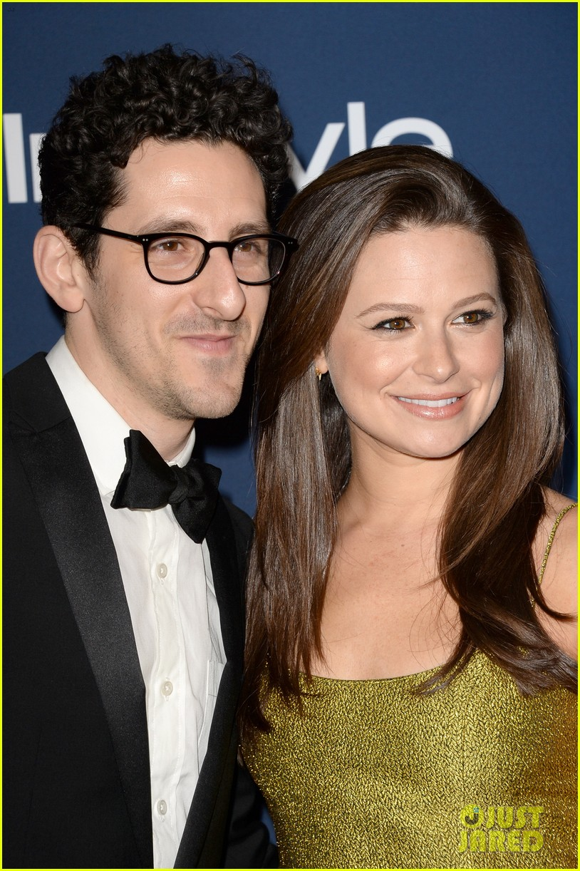 scandal star katie lowes husband adam shapiro welcome son albee 023968802