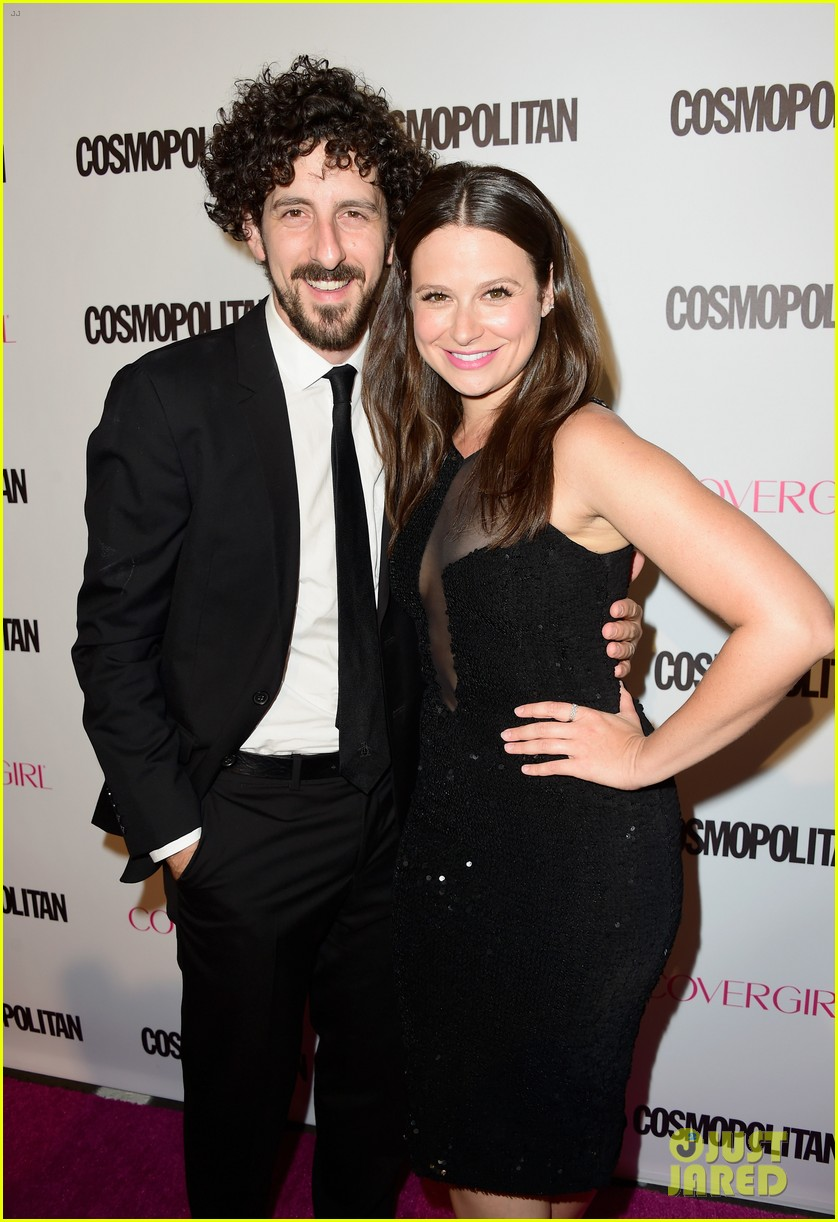 scandal star katie lowes husband adam shapiro welcome son albee 033968803