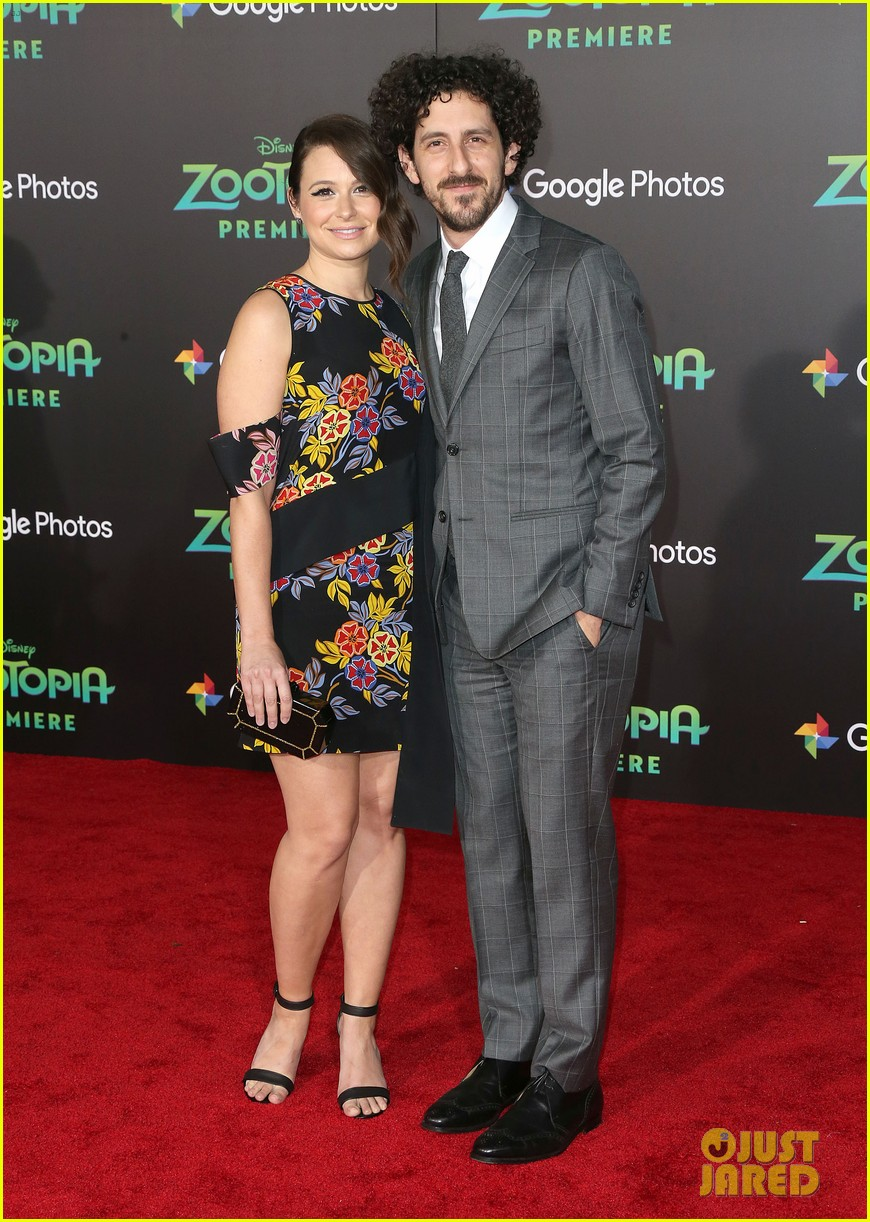 scandal star katie lowes husband adam shapiro welcome son albee 053968805
