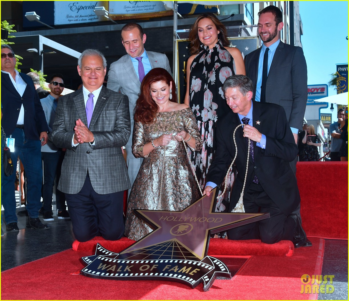debra messings will and grace co stars support her at hollywood walk of fame ceremony 013969042
