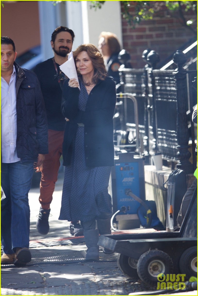michelle pfeiffer spotted on ant man set first time 053980075