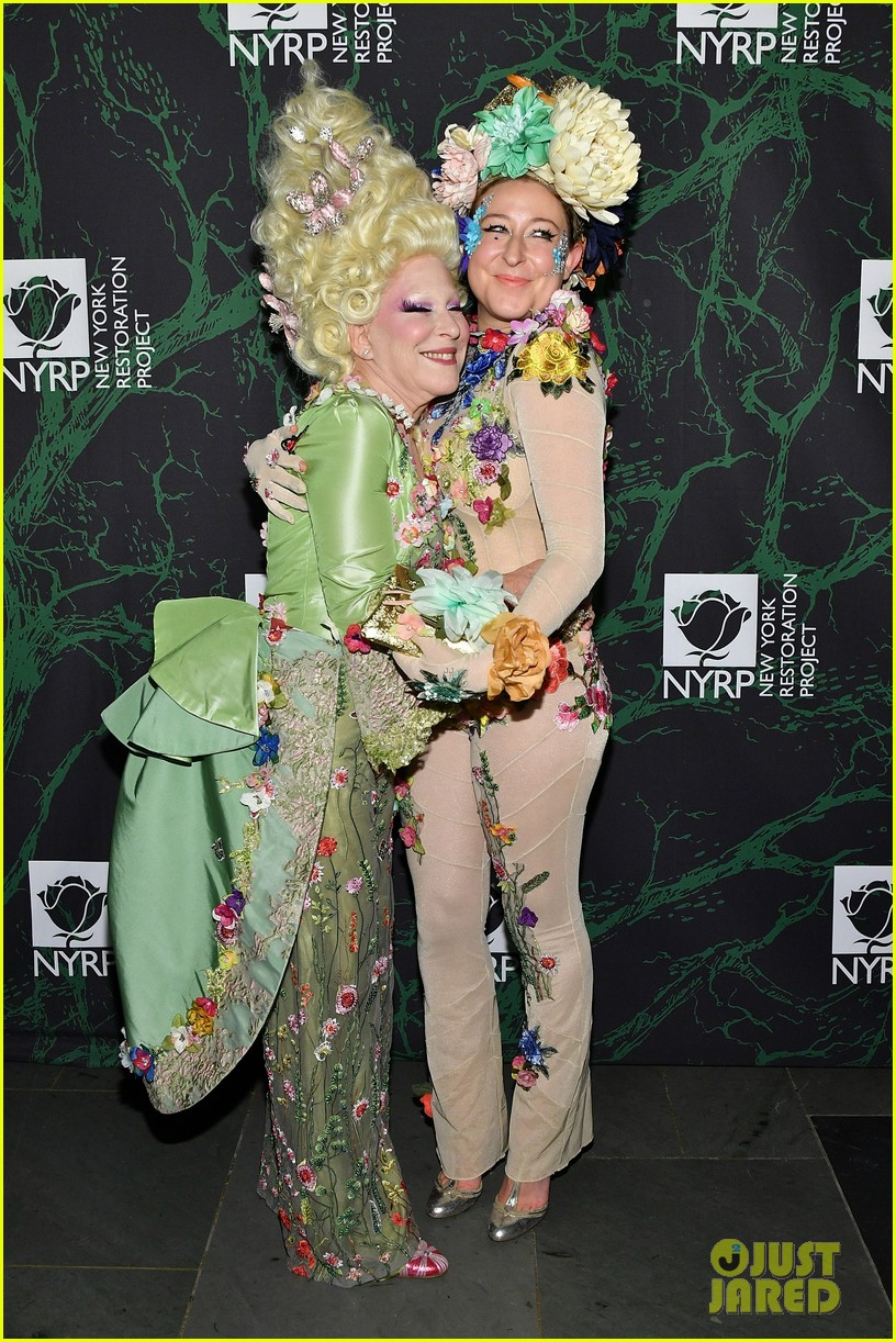 bette midler hulaween party 053979990