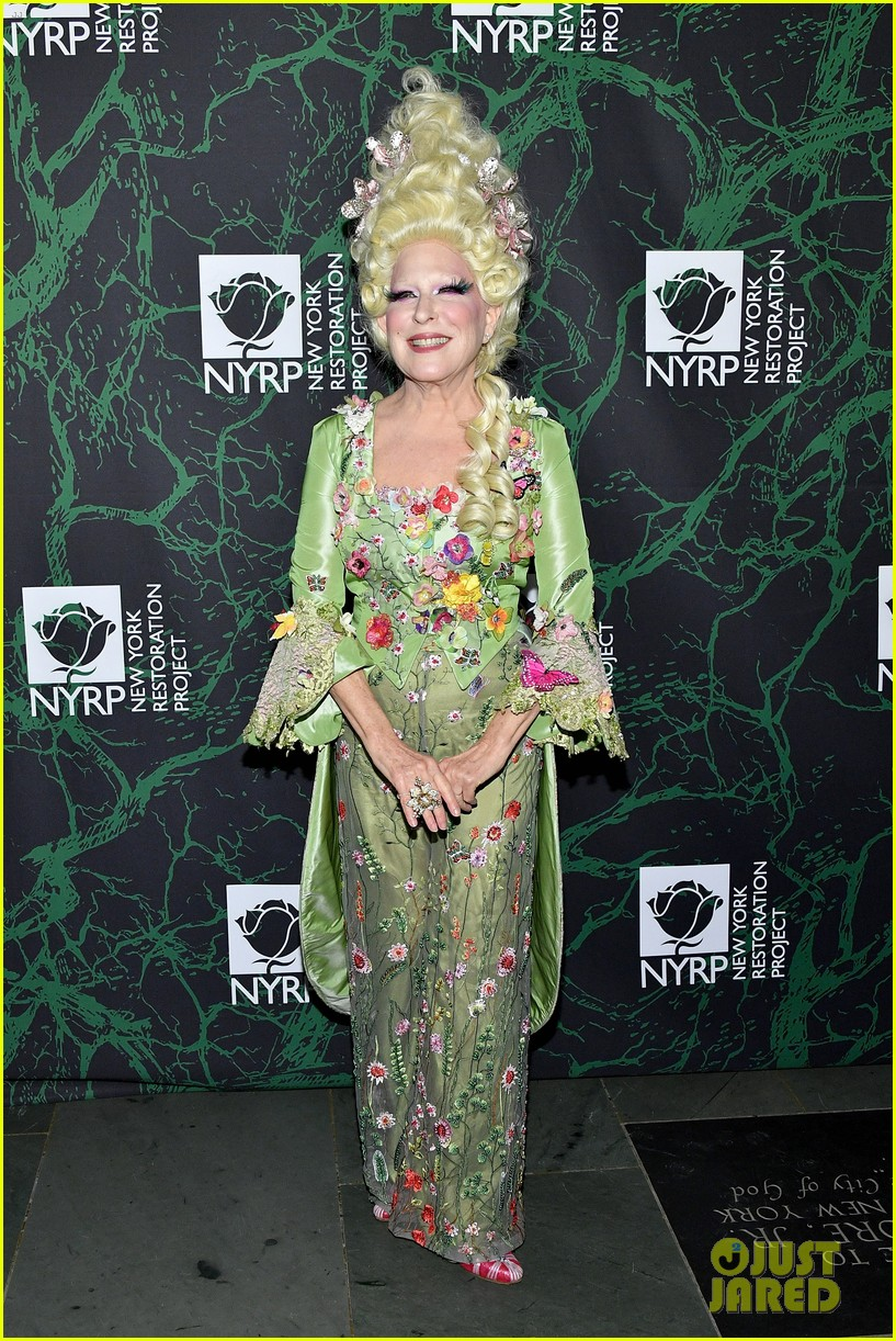 bette midler hulaween party 073979992