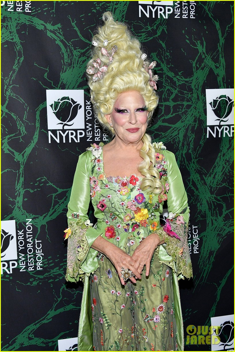 bette midler hulaween party 083979993
