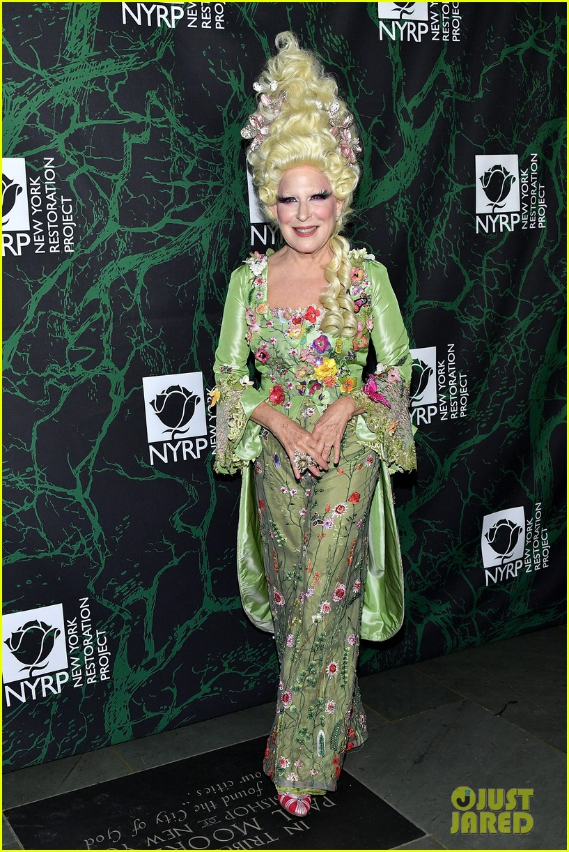 bette midler hulaween party 093979994