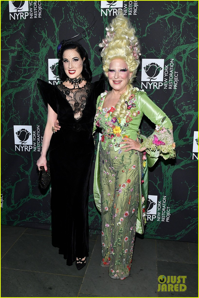 bette midler hulaween party 103979995