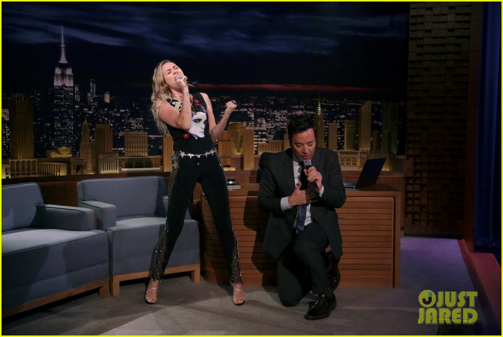 miley cyrus performs the climb on jimmy fallon 033967242