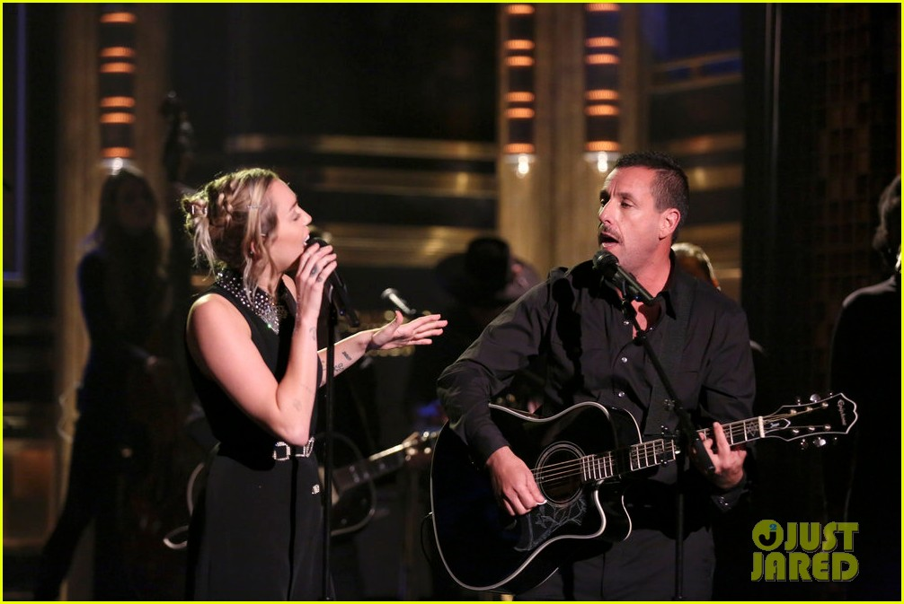 miley cyrus performs the climb on jimmy fallon 063967245