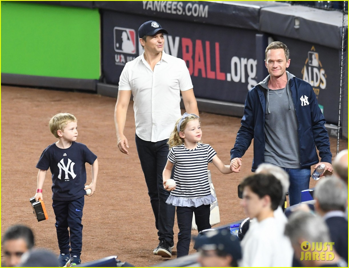 neil patrick harris sings national anthem 013969910