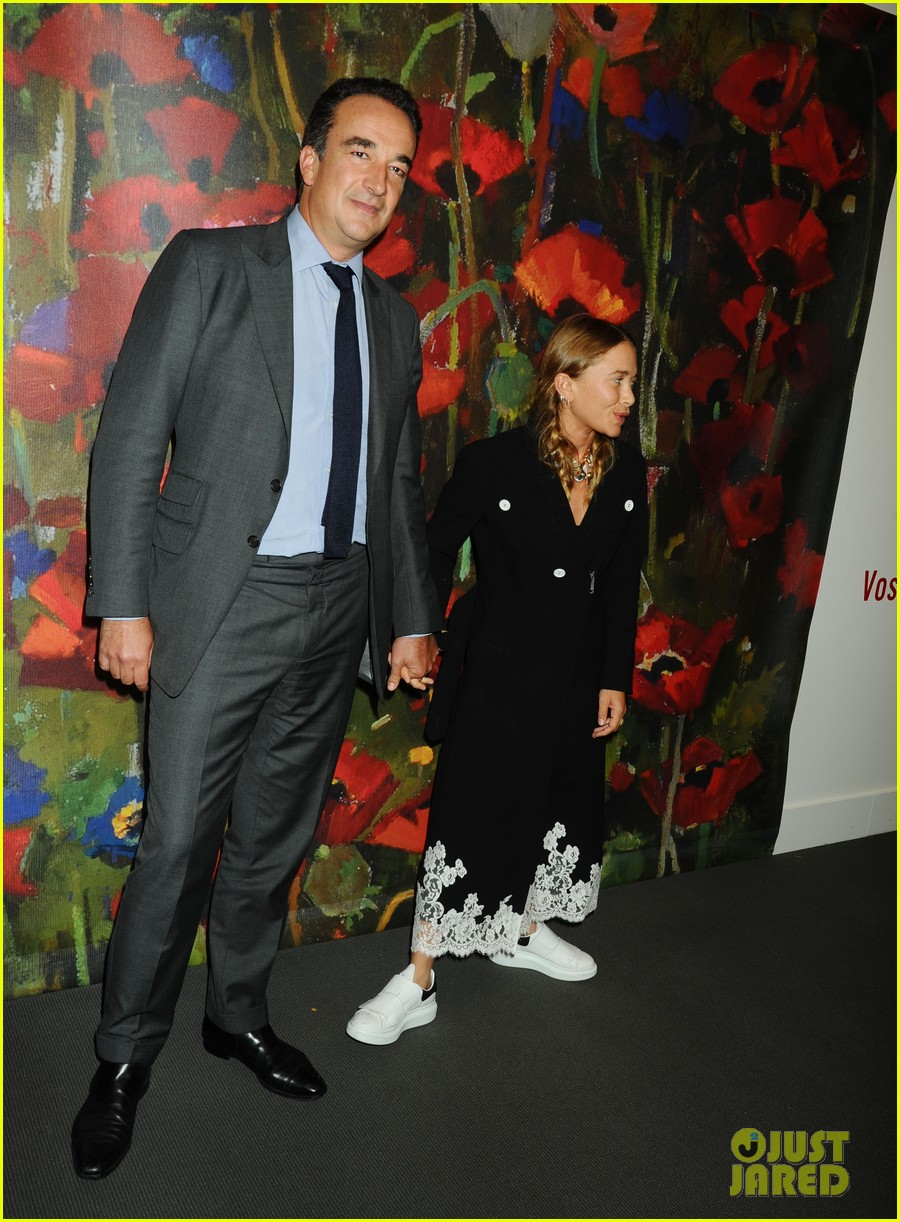 mary kate dating sarkozy Mary-kate olsen is engaged to her 44-year-old boyfriend of nearly two years, french banker olivier sarkozy, according to us weekly the 27-year-old designer and mr sarkozy, the half-brother.