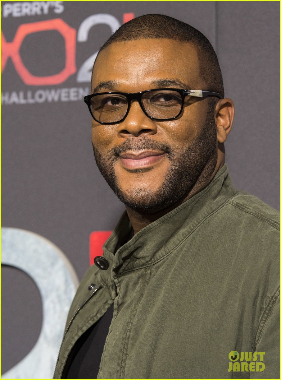 tyler perry gets support from carmen electra tara reid at boo 2 a madea halloween 023973738