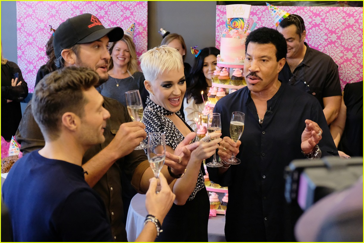 katy perry celebrates birthday early with an american idol puppy party 013975868