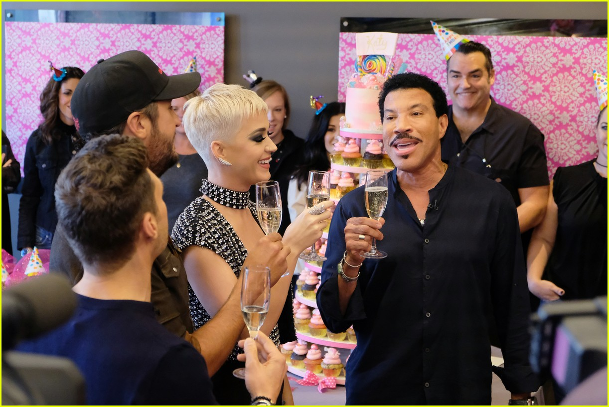 katy perry celebrates birthday early with an american idol puppy party 033975870
