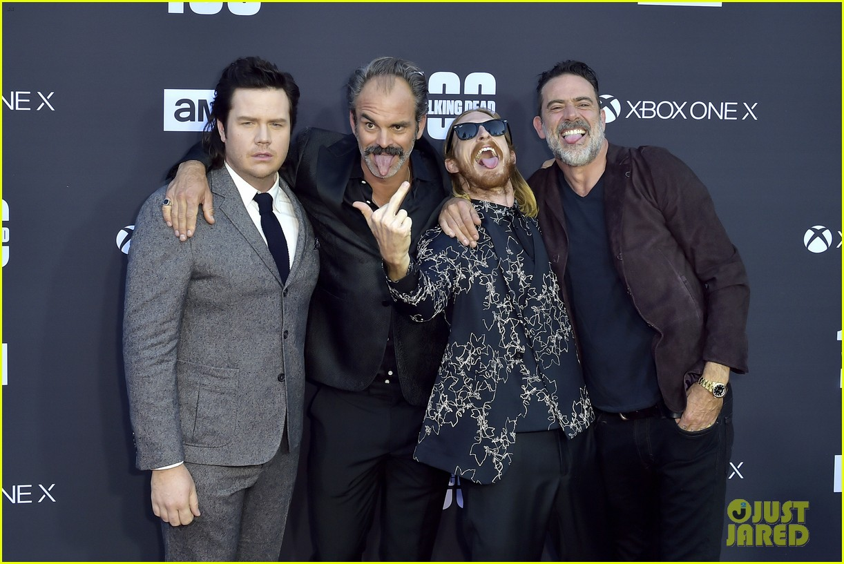 norman reedus andrew lincoln the walking dead cast celebrate 100th episode 013976516