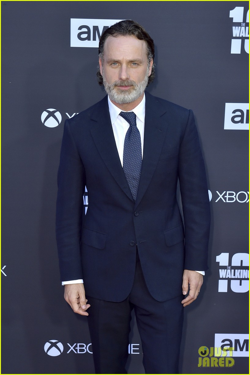 norman reedus andrew lincoln the walking dead cast celebrate 100th episode 023976517