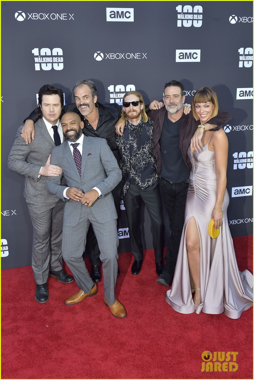 norman reedus andrew lincoln the walking dead cast celebrate 100th episode 033976518