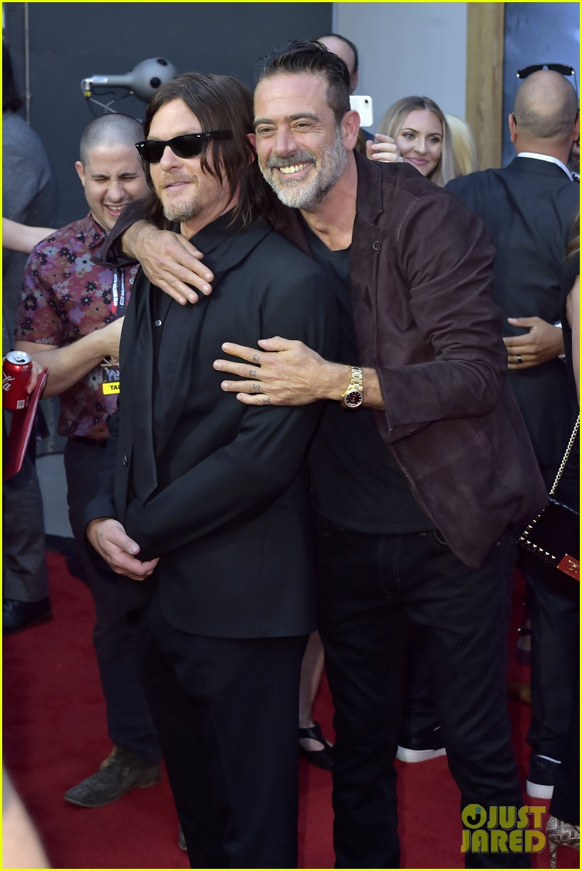 norman reedus andrew lincoln the walking dead cast celebrate 100th episode 043976519