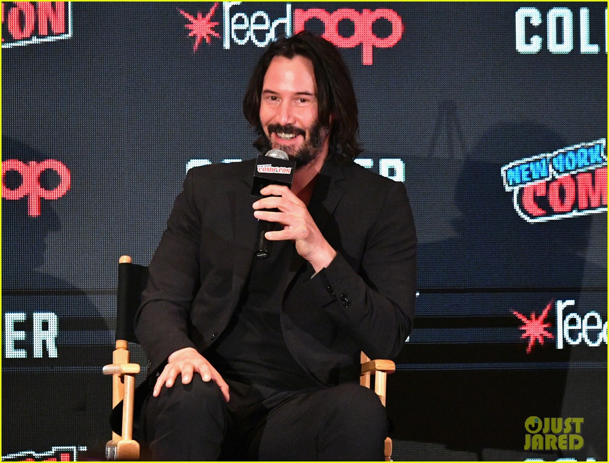 keanu reeves debuts first trailer for replicas at new york comic con 2017 013968939