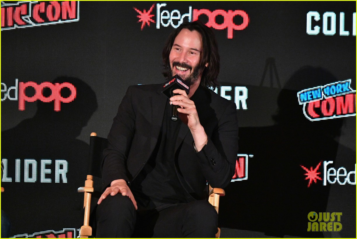 keanu reeves debuts first trailer for replicas at new york comic con 2017 053968943