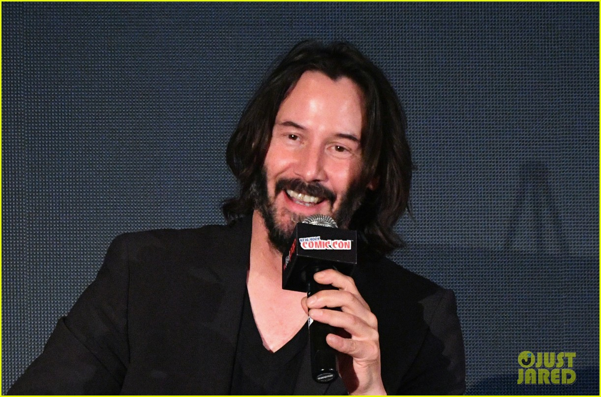 keanu reeves debuts first trailer for replicas at new york comic con 2017 083968946