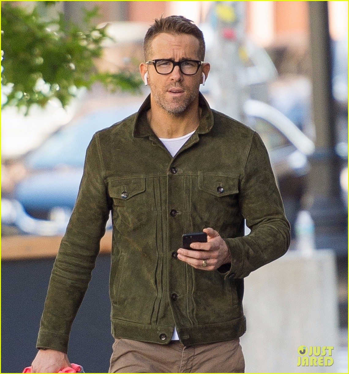 ryan reynolds jokes hes starting a new life on 41st birthday 023976674