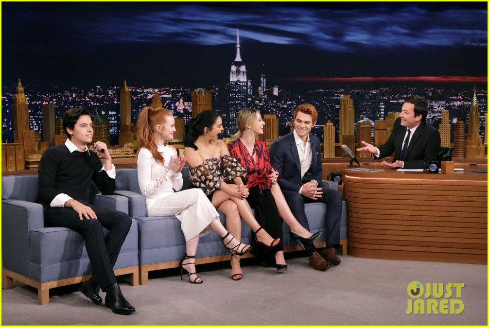 riverdale cast miley cyrus family face off in hilarious tonight show game show 033967994