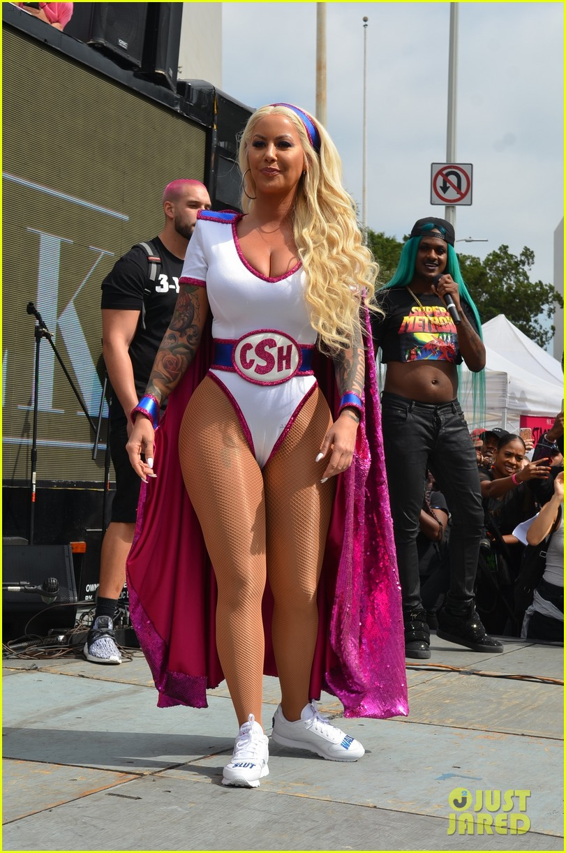 amber rose gets support from bff blac chyna at slutwalk 2017 photo 3966885 21 savage amber. Black Bedroom Furniture Sets. Home Design Ideas