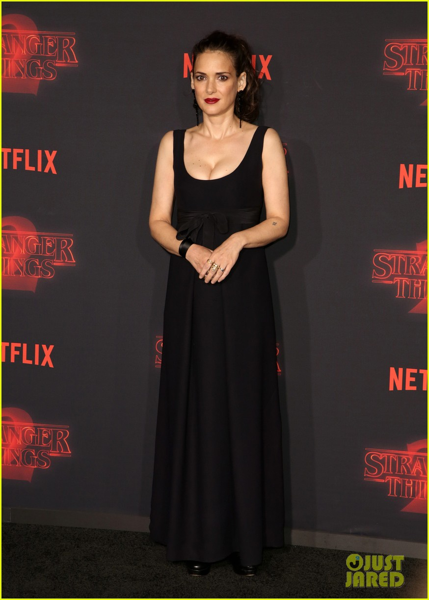 winona ryder stranger things season two premiere 103978640