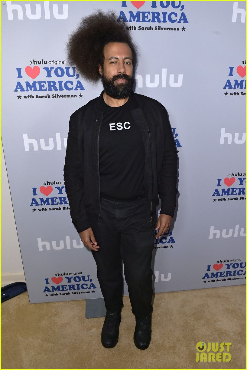 sarah silverman gets support from boyfriend michael sheen at i love you america 033971504