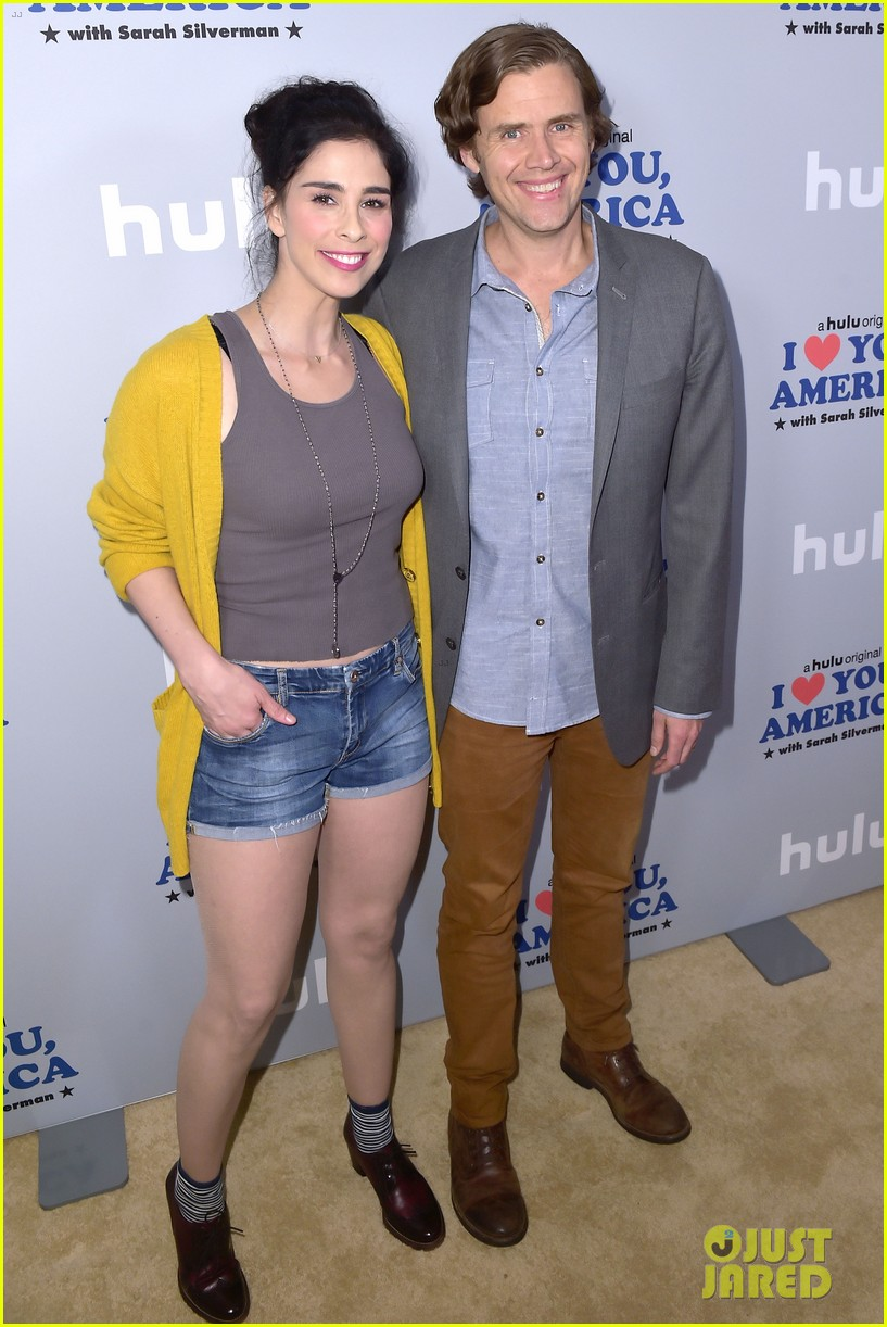 sarah silverman gets support from boyfriend michael sheen at i love you america 043971505