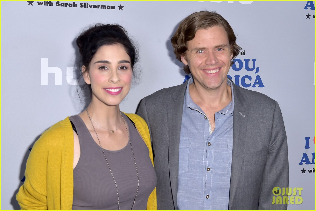 sarah silverman gets support from boyfriend michael sheen at i love you america 063971507